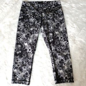 🆕 Lululemon B&W Floral Crops Like New!